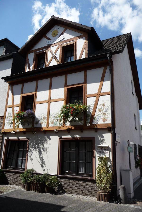 ferienwohnung hampel ferienwohnung in bad neuenahr ahrweiler. Black Bedroom Furniture Sets. Home Design Ideas